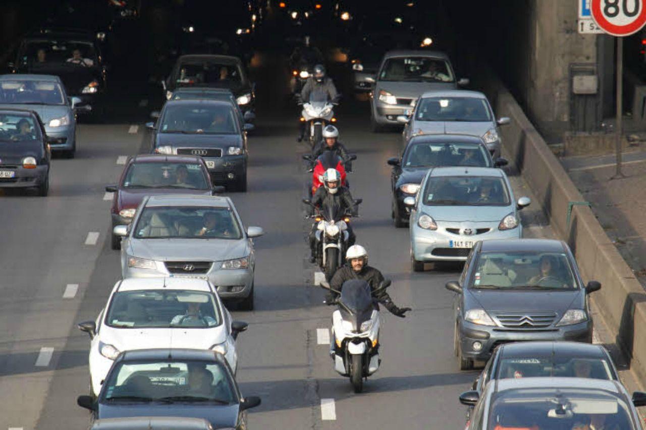 La circulation inter-files expérimentée sur nos routes et autoroutes